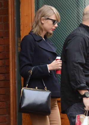 Taylor Swift - Leaving her apartment in New York City