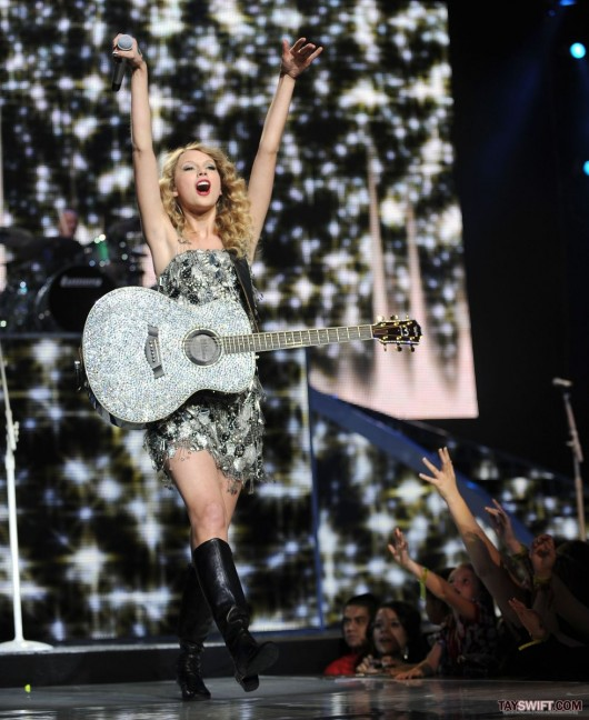 Taylor Swift leggy performing at Staples Center in LA