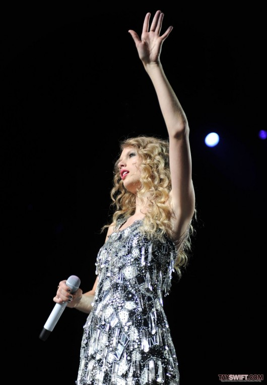 taylor-swift-leggy-performing-at-staples-center-in-la-15