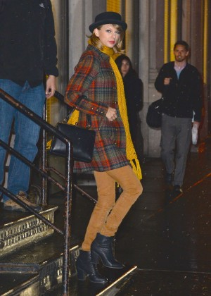 Taylor Swift Night Out - Leaving her apartment in NYC