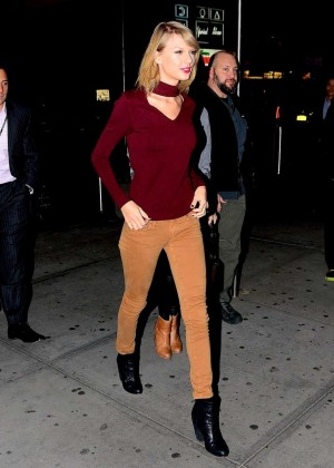 Taylor Swift - Heading to Orlando Magic vs New York Knicks Game in NYC