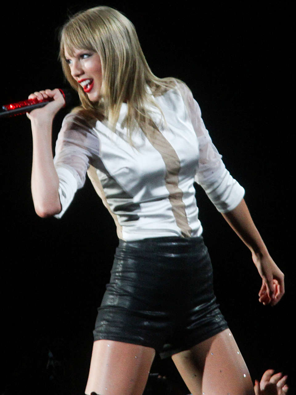Taylor Swift Red Tour Performance 08 Gotceleb