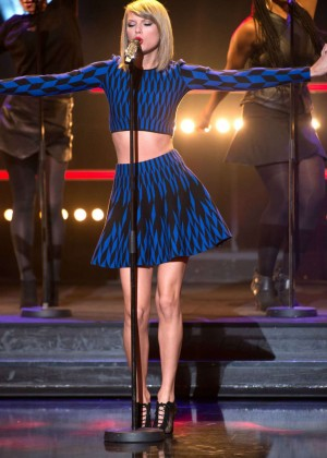 Taylor Swift - Performing Live 'Le Grand Journal' in Paris
