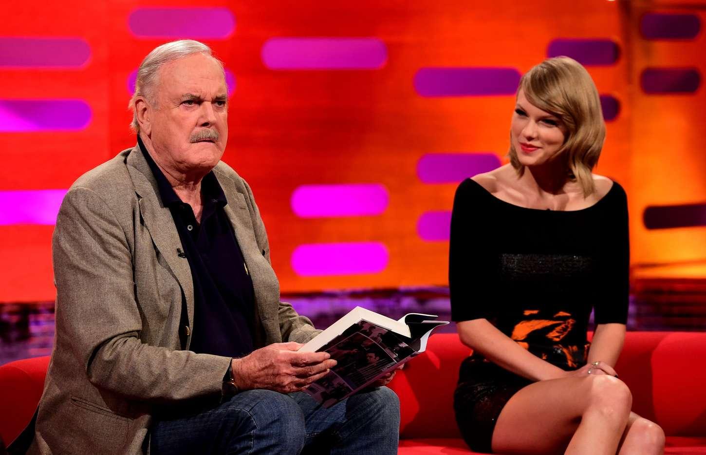Taylor Swift Leggy On The Graham Norton Show 12 Gotceleb