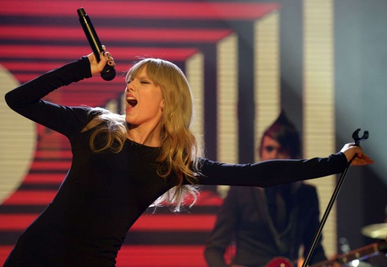 Taylor Swift on The Graham Norton Show -01