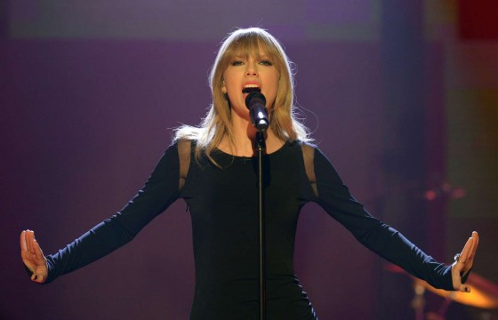 Taylor Swift on The Graham Norton Show -02