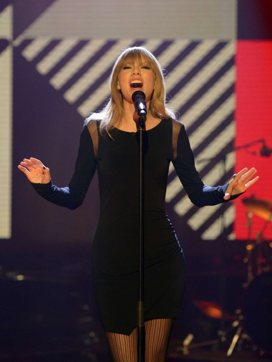 Taylor Swift on The Graham Norton Show -04