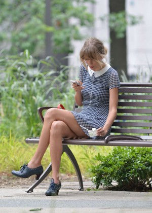Taylor Swift In Park in New York