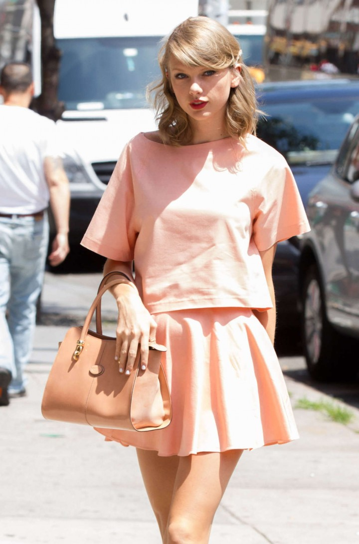 Taylor Swift in short skirt - Out and about in New York
