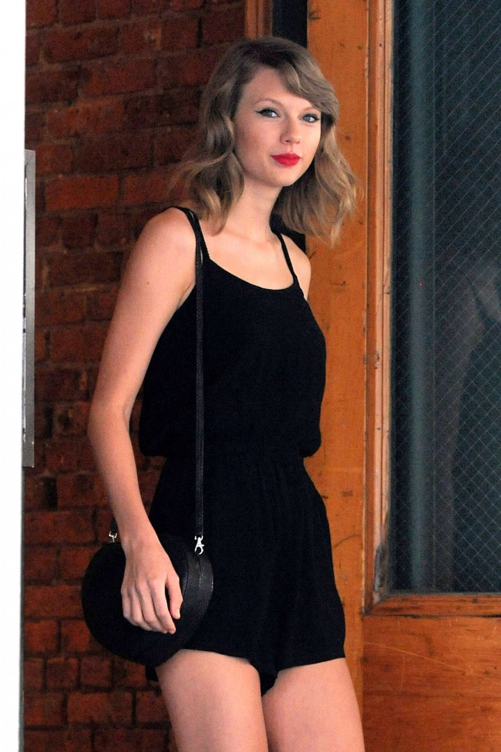 Taylor Swift short dress -25