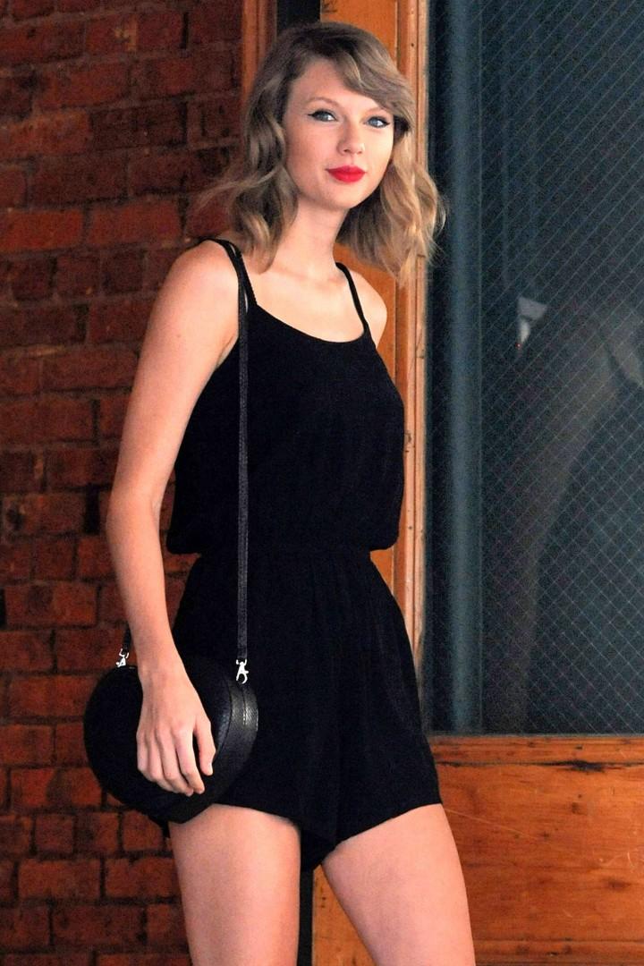 Taylor Swift short dress -26