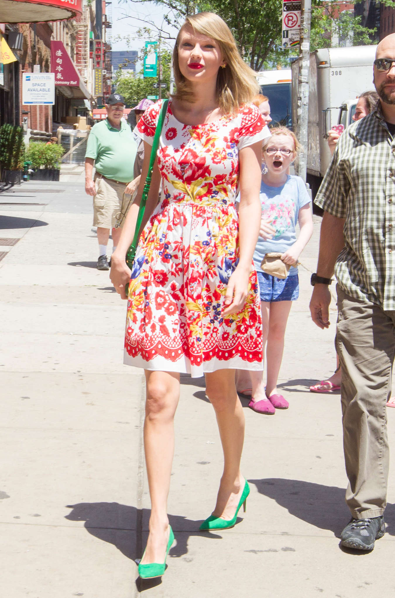 taylor swift in floral print dress 02 gotceleb