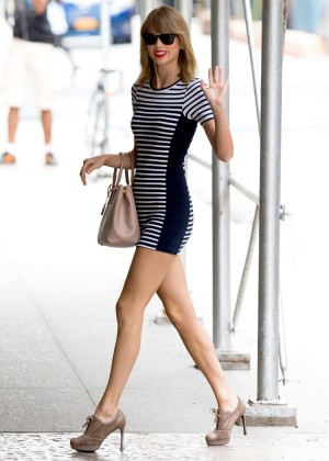 Taylor Swift Out Walking Around in NYC