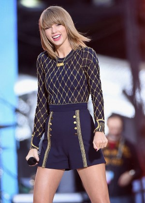 Taylor Swift - Performs Live on Good Morning America in NYC