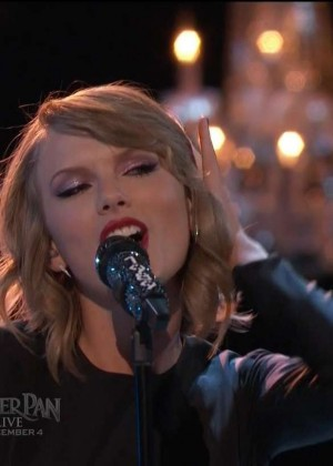 Taylor Swift: Performs on The Voice -01