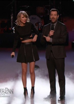 Taylor Swift: Performs on The Voice -04