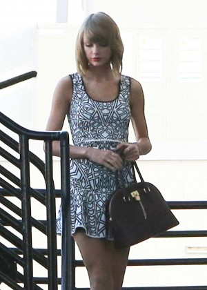 Taylor Swift - Seen out in Beverly Hills
