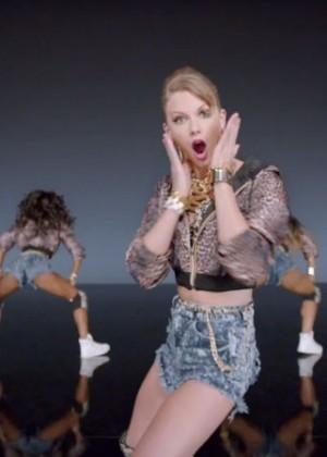 Taylor Swift: Shake It Off Music Video Stills-02