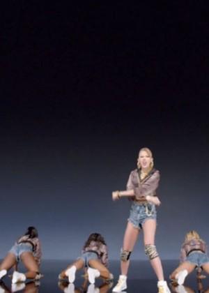 Taylor Swift: Shake It Off Music Video Stills-03