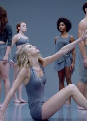 Taylor Swift: Shake It Off Music Video Stills-04