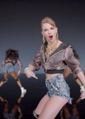 Taylor Swift: Shake It Off Music Video Stills-06