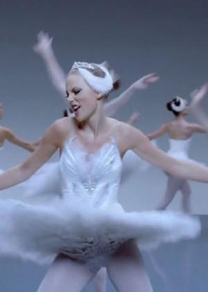 Taylor Swift: Shake It Off Music Video Stills-07