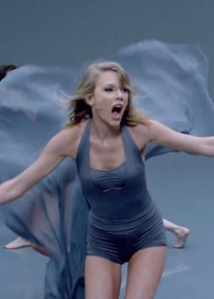 Taylor Swift: Shake It Off Music Video Stills-15