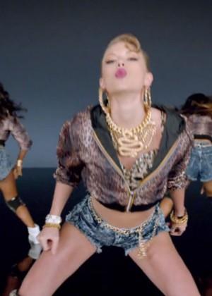 Taylor Swift: Shake It Off Music Video Stills-23