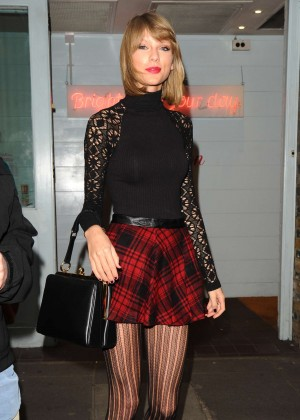 Taylor Swift in Mini Skirt - Shopping at Cath Kidston in London