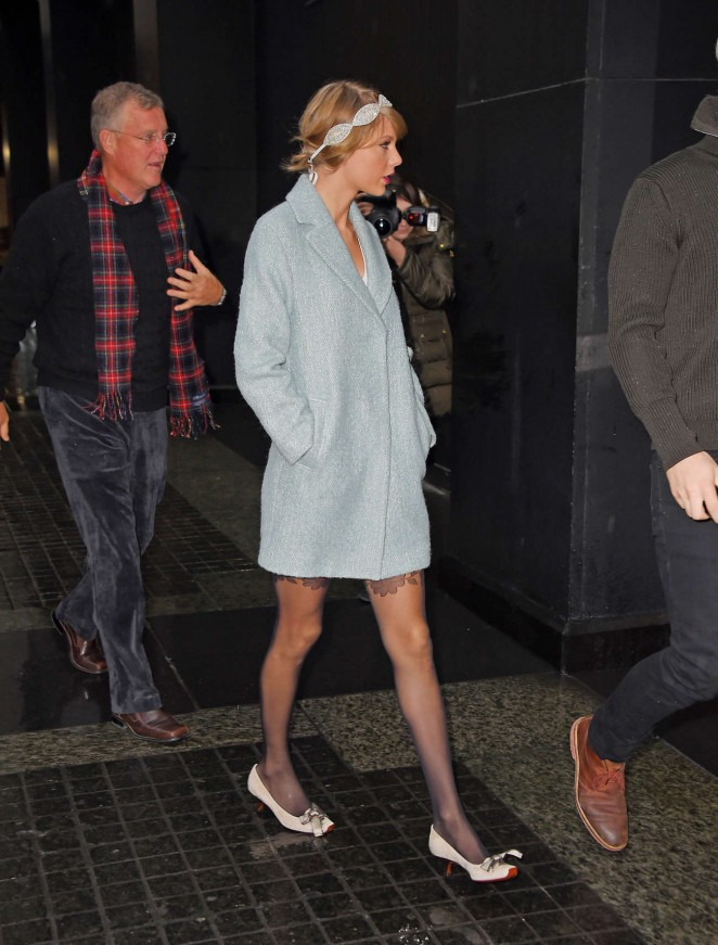 Taylor Swift in Blue Short Coat -04