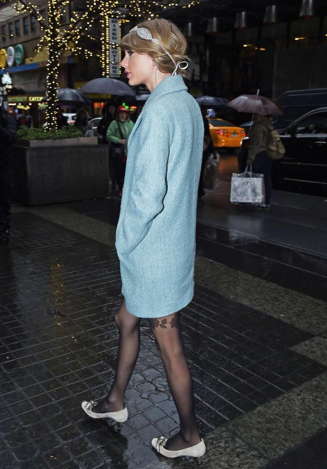 Taylor Swift in Blue Short Coat -05