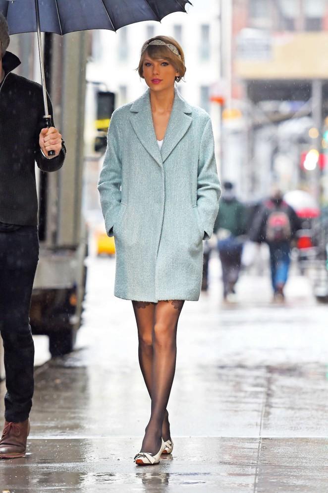 Taylor Swift in Blue Short Coat -06