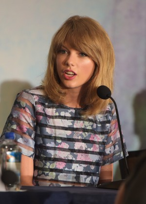 Taylor Swift - 'The Giver' press conference