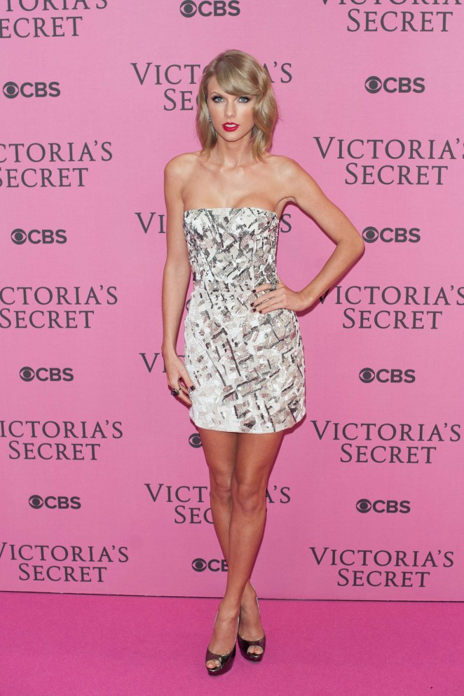 Taylor swift vs fashion show 2014 04 gotceleb Taylor swift style live vs fashion show