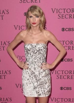 Taylor Swift - Victoria's Secret Fashion Show Pink Carpet 2014 in London
