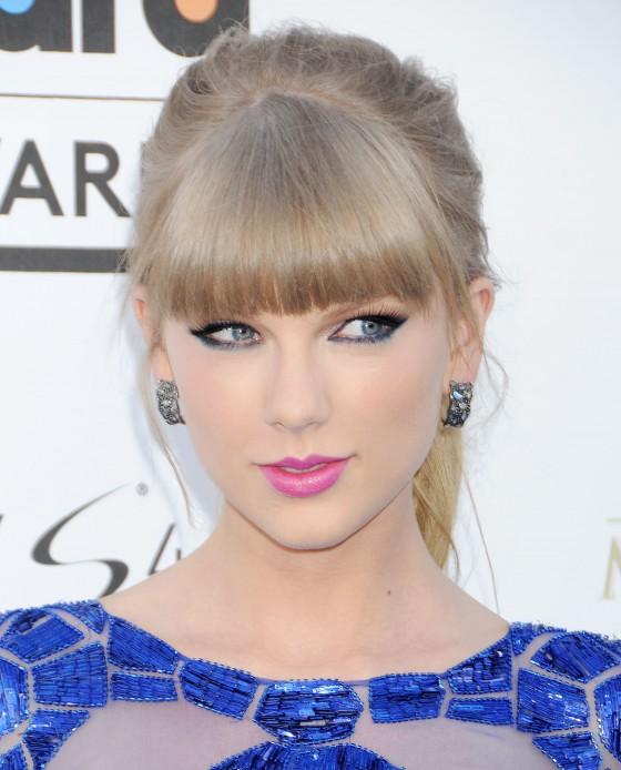 Tayor Swift at 2013 Billboard Music Awards -05