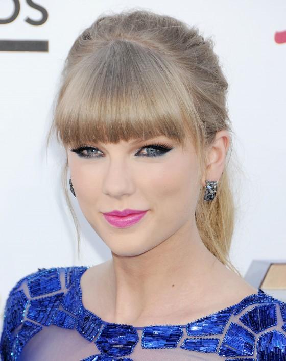 Tayor Swift at 2013 Billboard Music Awards -13