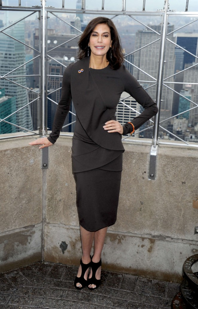 Teri Hatcher - Lights The Empire State Building in New York City