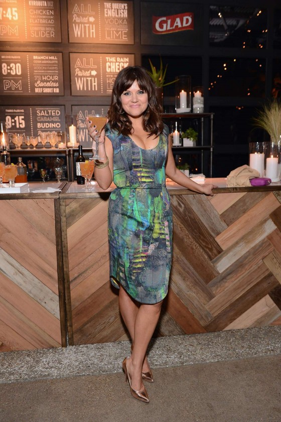 Tiffani Thiessen Hosts The One Bag Party -03
