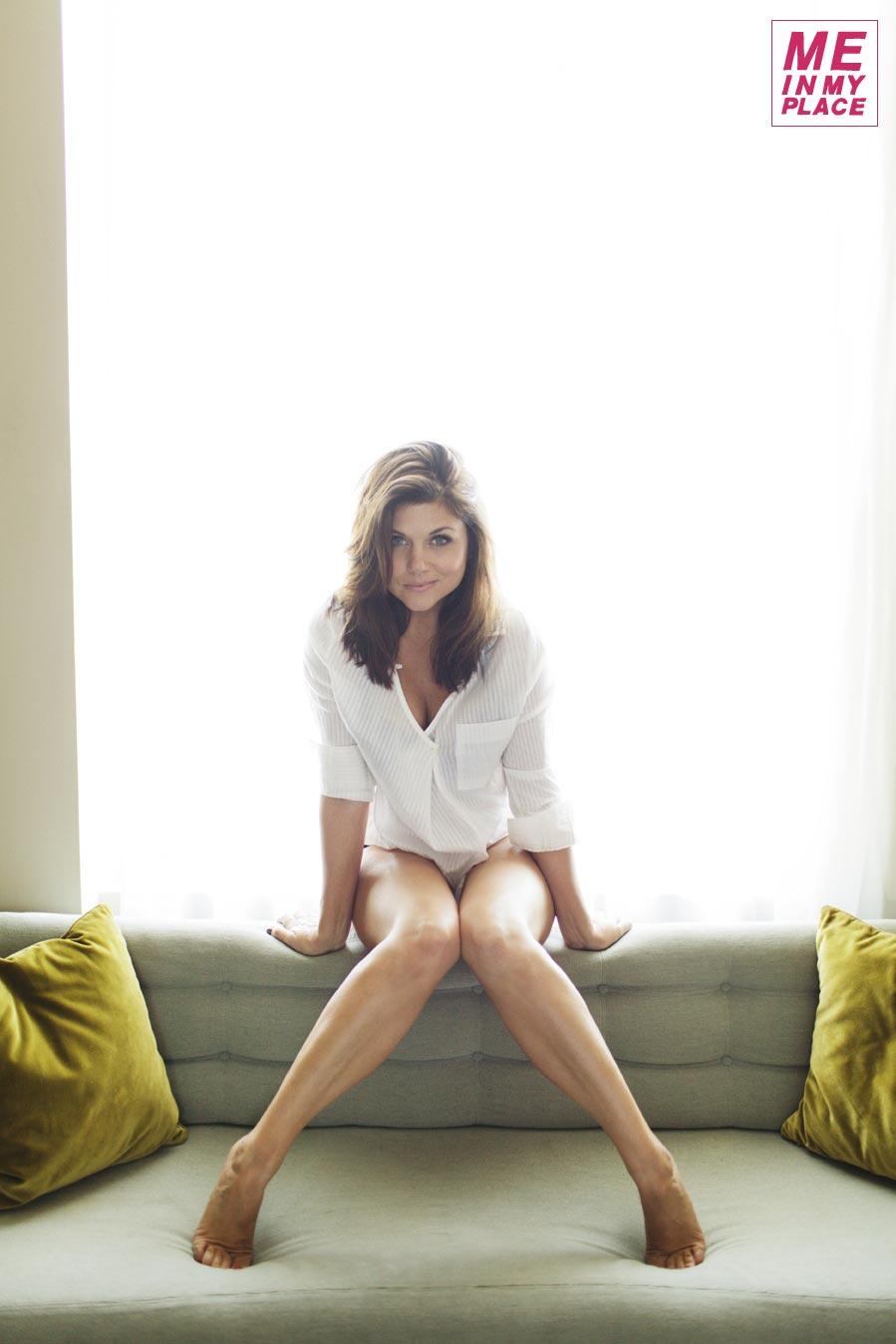 Tiffani Thiessen Me In My Place Photos 01 Gotceleb