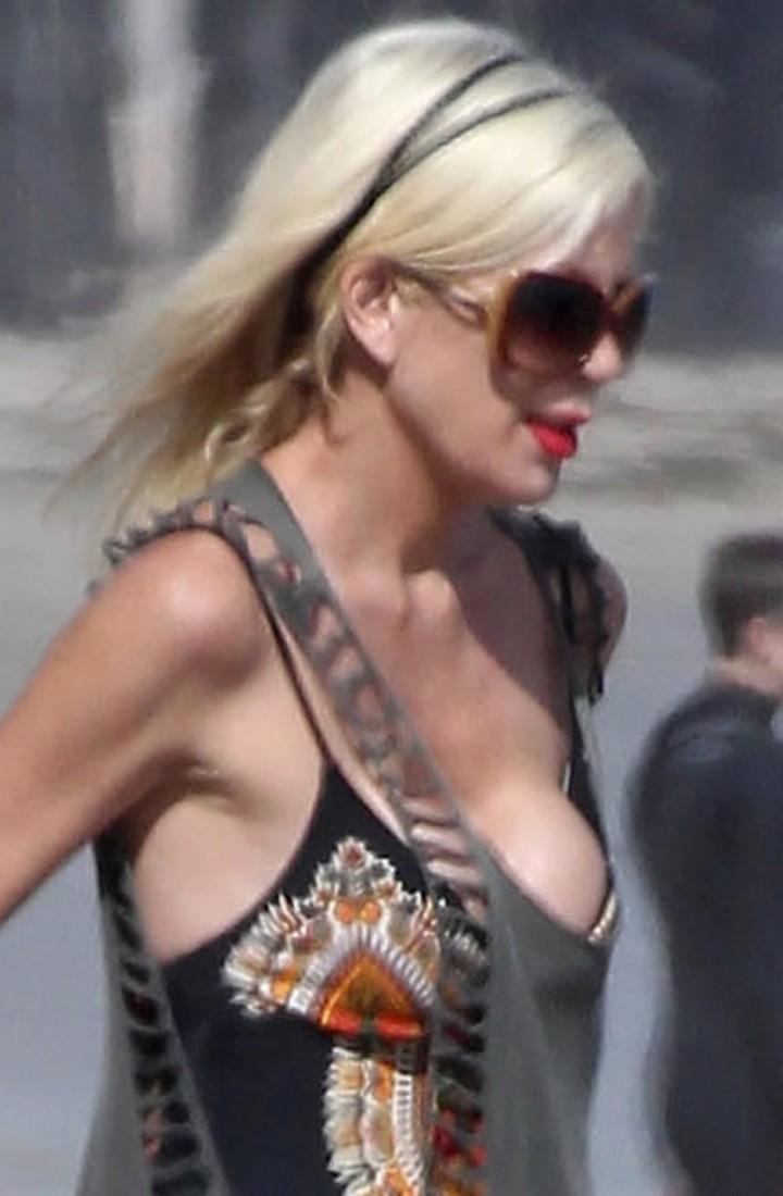 Tori Spelling at Malibu Beach-06
