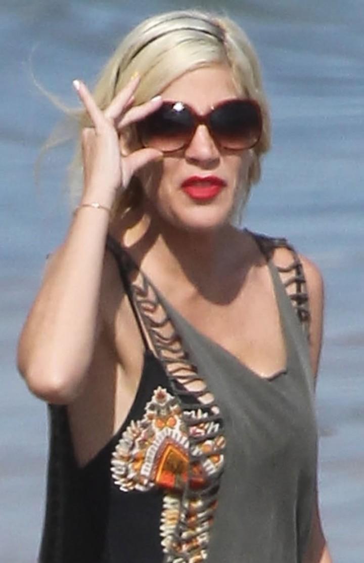 Tori Spelling at Malibu Beach-10