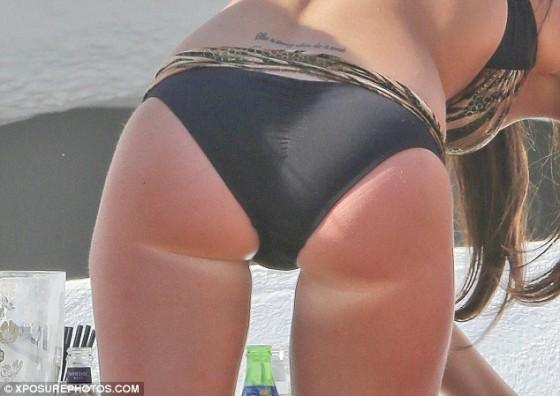 Tulisa Contostavlos in a black and gold zebra bikini in Marbella -07