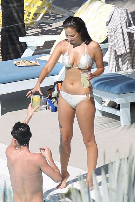 Tulisa Contostavlos shows off her bikini body while hanging out poolside in Miami-04