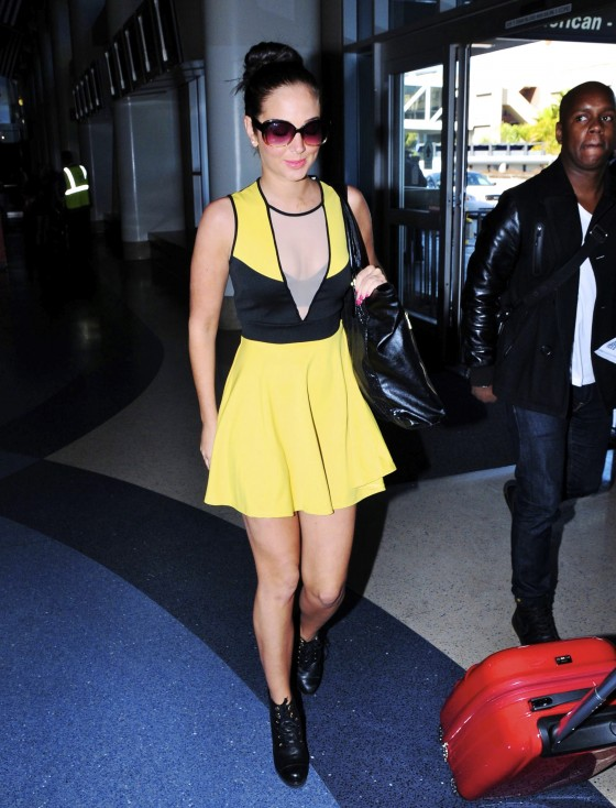 Tulisa Contostavlos Legs and Cleavage at LAX Airport-01