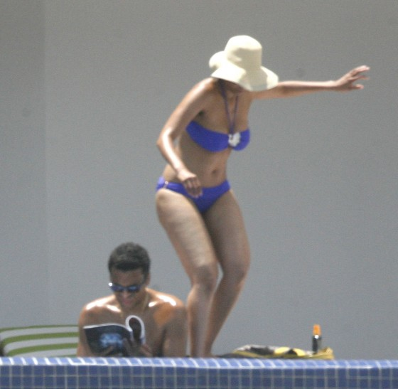 Tyra Banks - Bikini Candids in Mexico - July 02-08