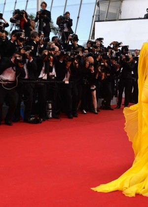 Uma Thurman In Yellow Dress at Cannes 2014-02