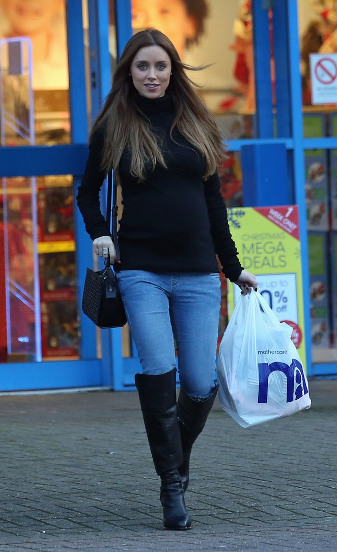 Una Healy in Jeans Shopping at Mothercare