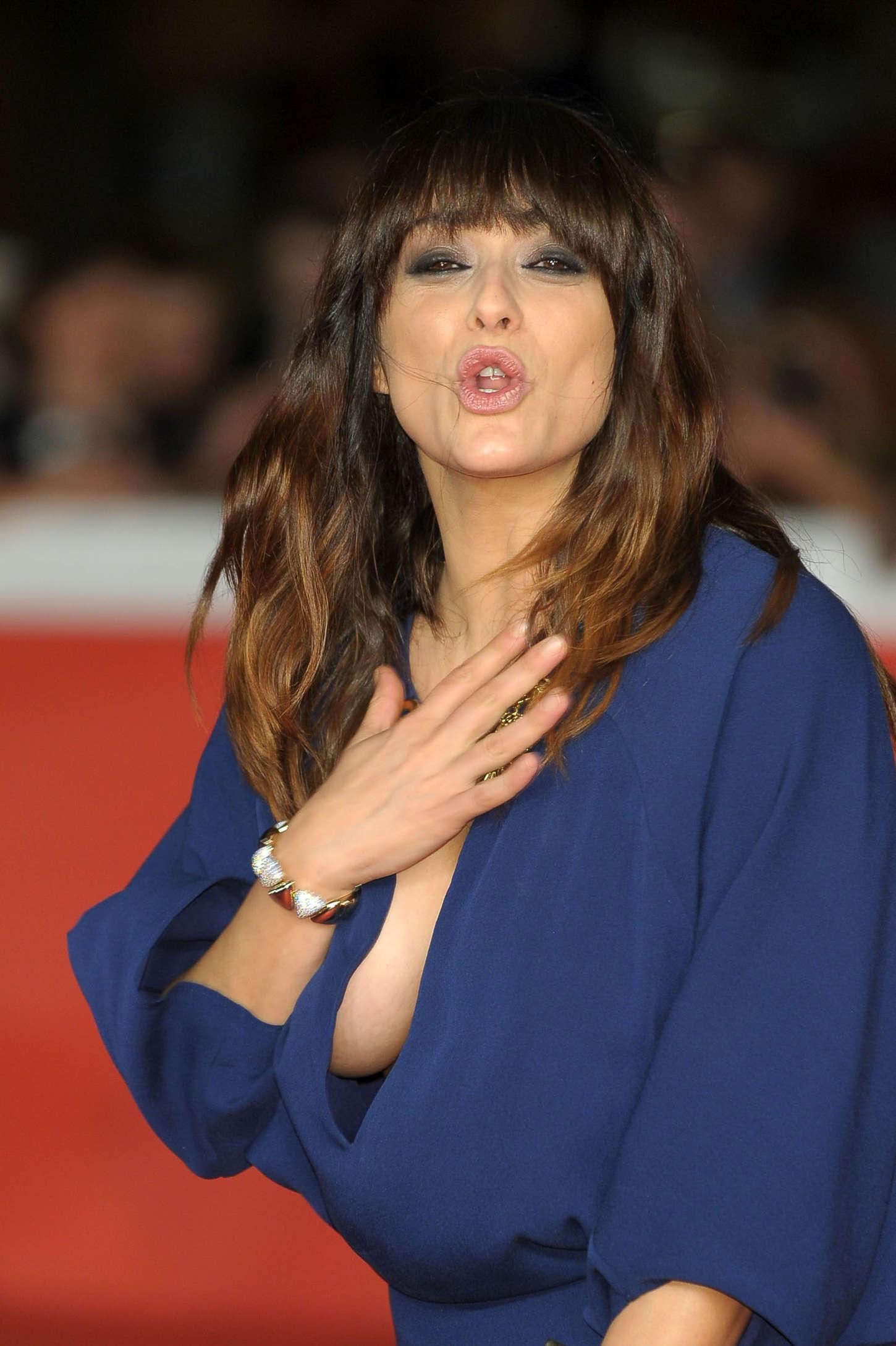 Valentina lodovini tre tocchi premiere 17 gotceleb - Dive italiane nude ...