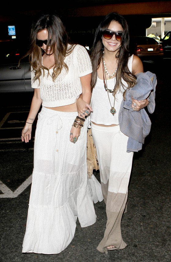 Vanessa Hudgens & Ashley Tisdale – LAX Airport (3 May)